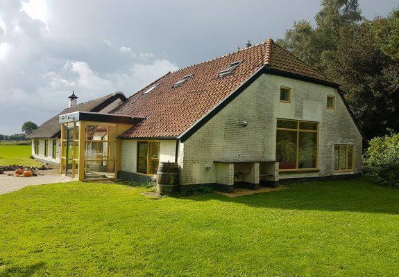 Zorgboerderij PGBZorgJan in Gieterveen aan Torenveen 9 biedt dagbesteding en begeleid wonen op maat aan jongeren en volwassenen.